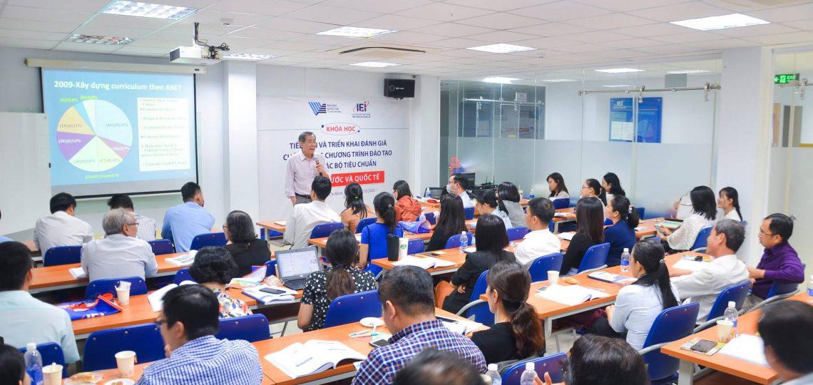 """Khóa học """"Tiếp cận và triển khai đánh giá chất lượng chương trình đào tạo theo các Bộ tiêu chuẩn trong nước và quốc tế"""""""